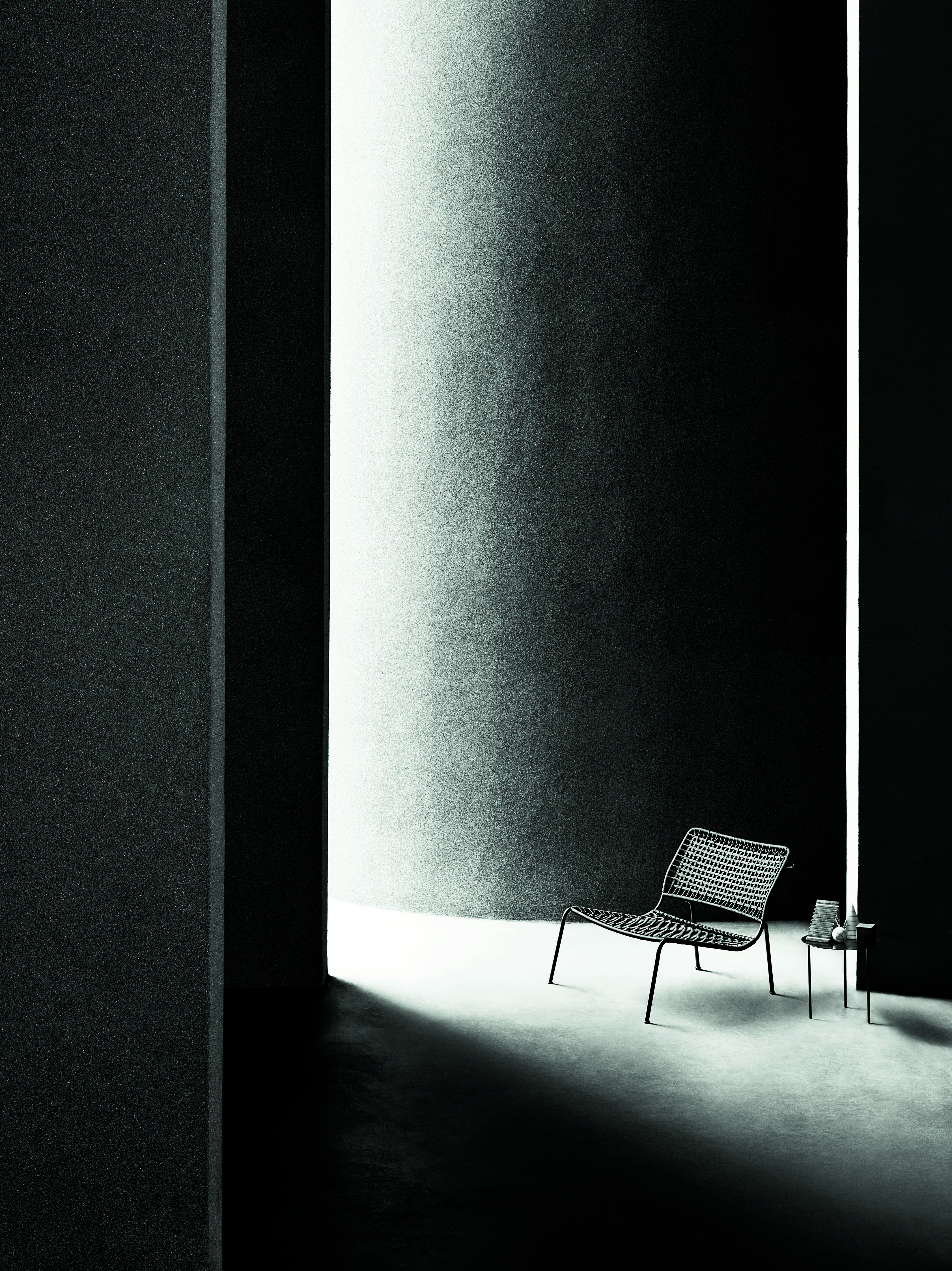 """Refreshed in a pure """"white&black"""" key... waiting for the 2017 press campaign! Carbon Frog design Piero Lissoni."""