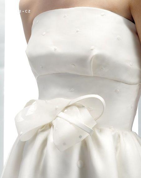 257722bcdc6 JESUS PEIRO svatební šaty