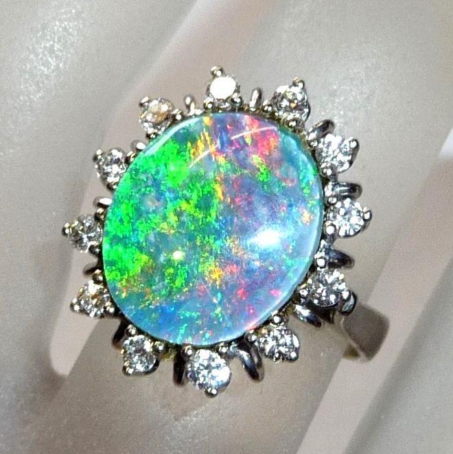 53da5cc87d5f Catawiki pagina online de subastas Anillo de diamantes y ópalo grande en oro  blanco de 14 kt (585)