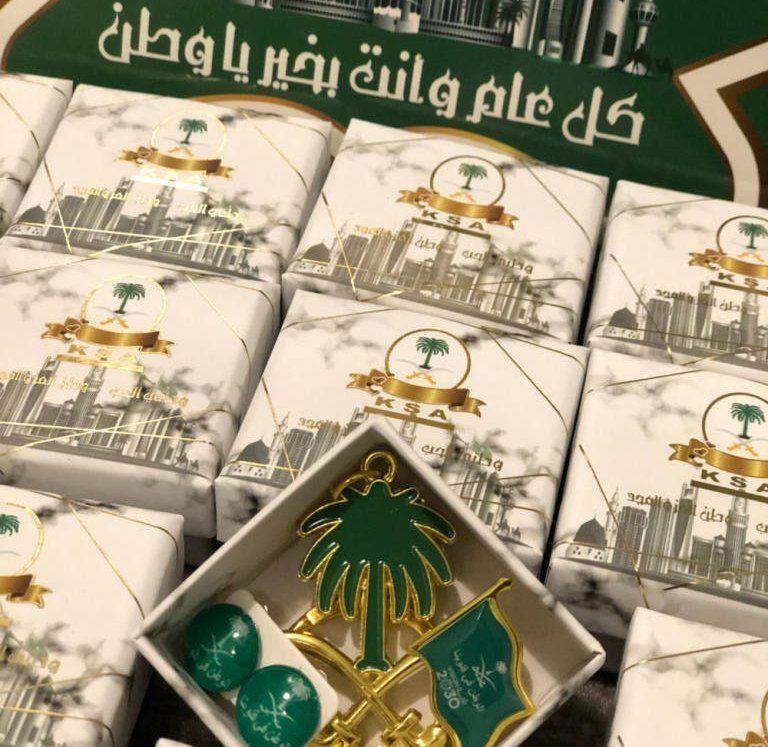 توزيعات وهدايا بمناسبة اليوم الوطني السعودي 2019 Saudi Arabia National Day Gifts And Treats In 2021 National Day Day Gifts