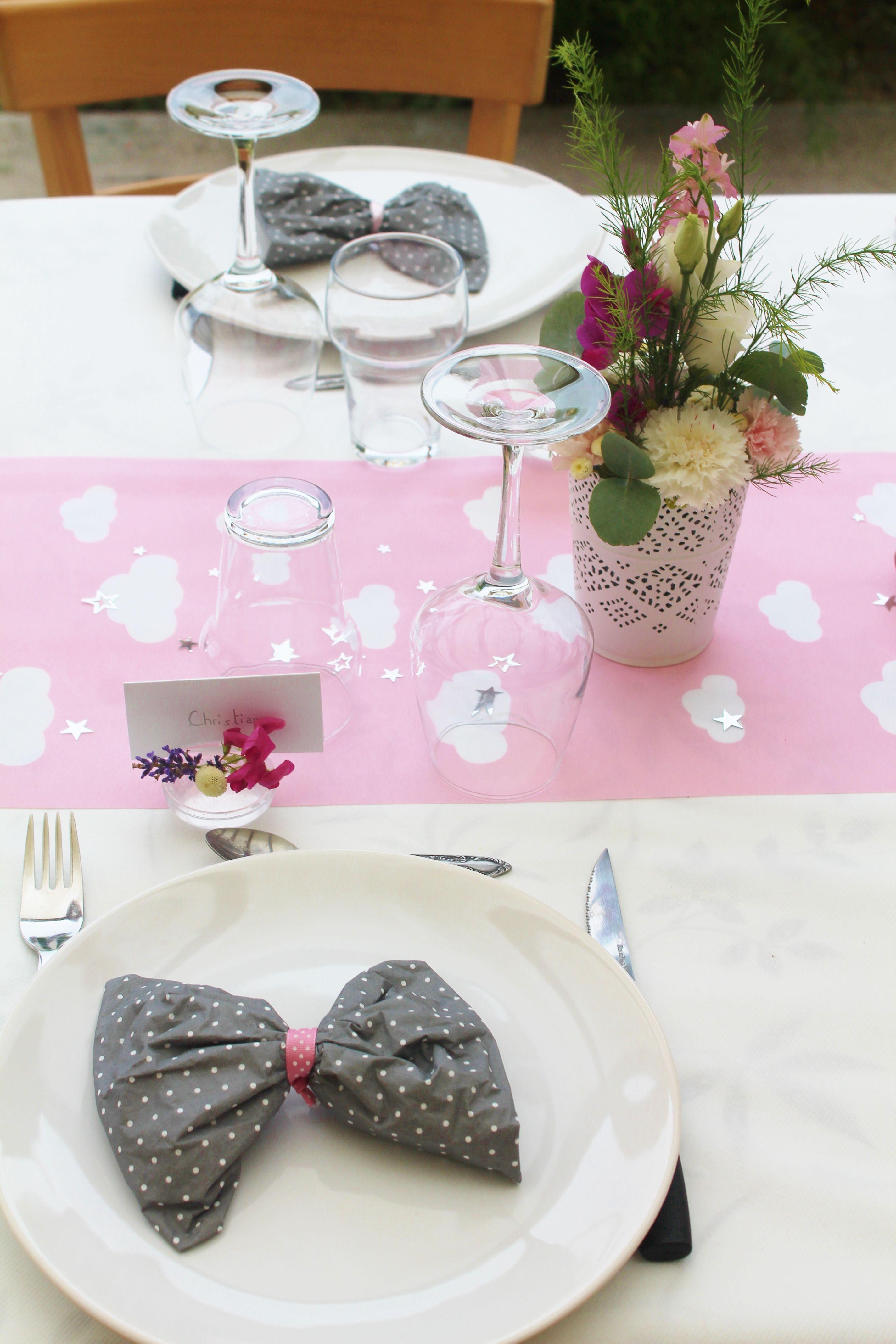 table de bapt me chemin de table nuage serviette pliage noeud compo florale soliflore porte. Black Bedroom Furniture Sets. Home Design Ideas
