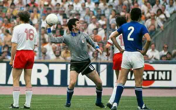 Poland 2 Italy 1 in 1974 in Stuttgart. Italy keeper Dino Zoff with a quick throw out in Group 4 at the World Cup Finals.