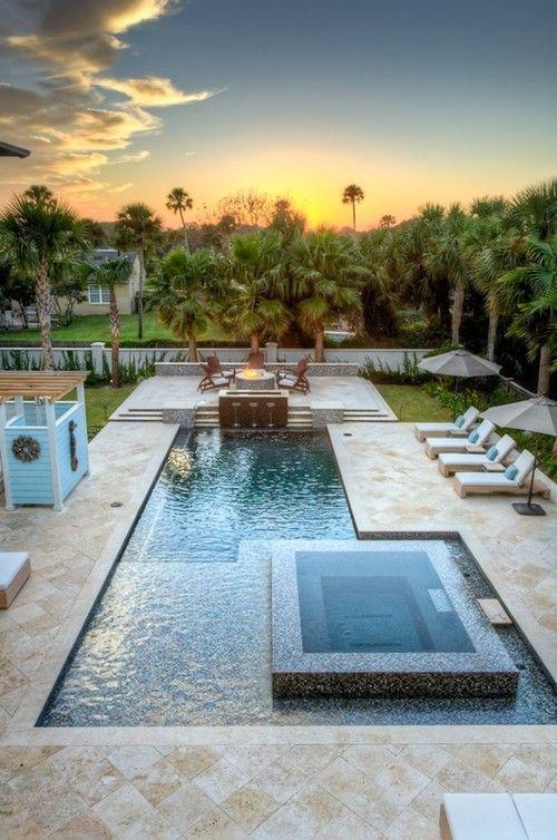 Travertine. Pool surround. Fire pit. Balfoort Architecture in Florida.
