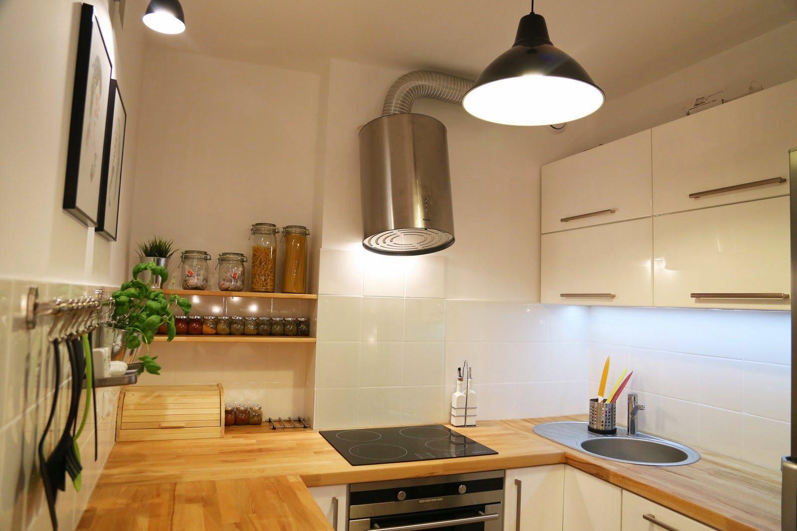 biała kuchnia mdf drewniane blaty  Aranżacja kuchni   -> Dluga Wąska Kuchnia W Bloku