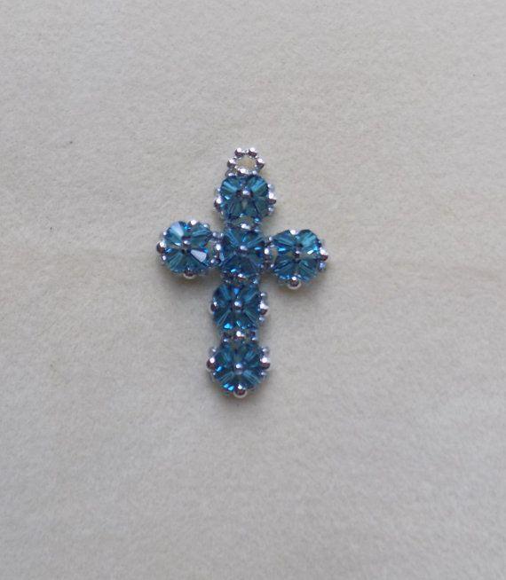 175c24dc083f Cruz de cristal con cuentas Swarovski por AdironBeadedCrafts ...
