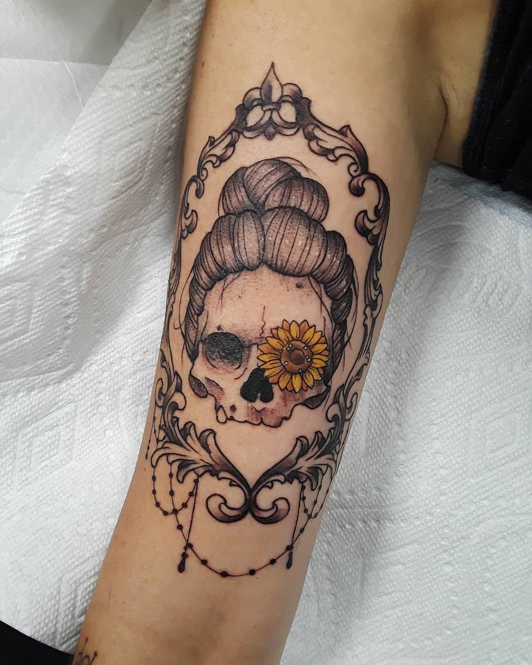 Sunflower Skull Tattoo Tattoo Ideas And Inspiration In 2020 Hippie Tattoo Pretty Skull Tattoos Skull Tattoo