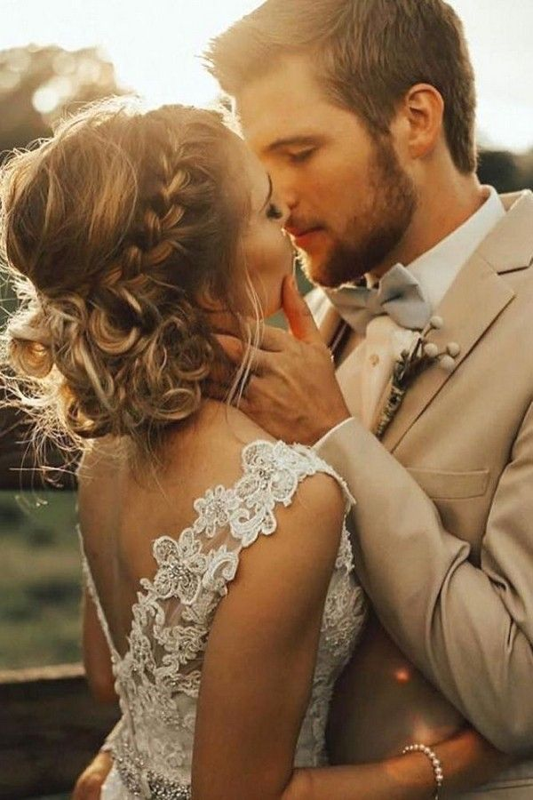 20 Romantic Wedding Photo Ideas With Your Groom | Roses & Rings