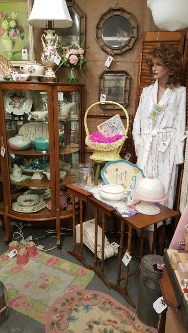 Great Vintage store off the beaten path in South-Central FL, Vintage 27. Gorgeous displays and great finds.
