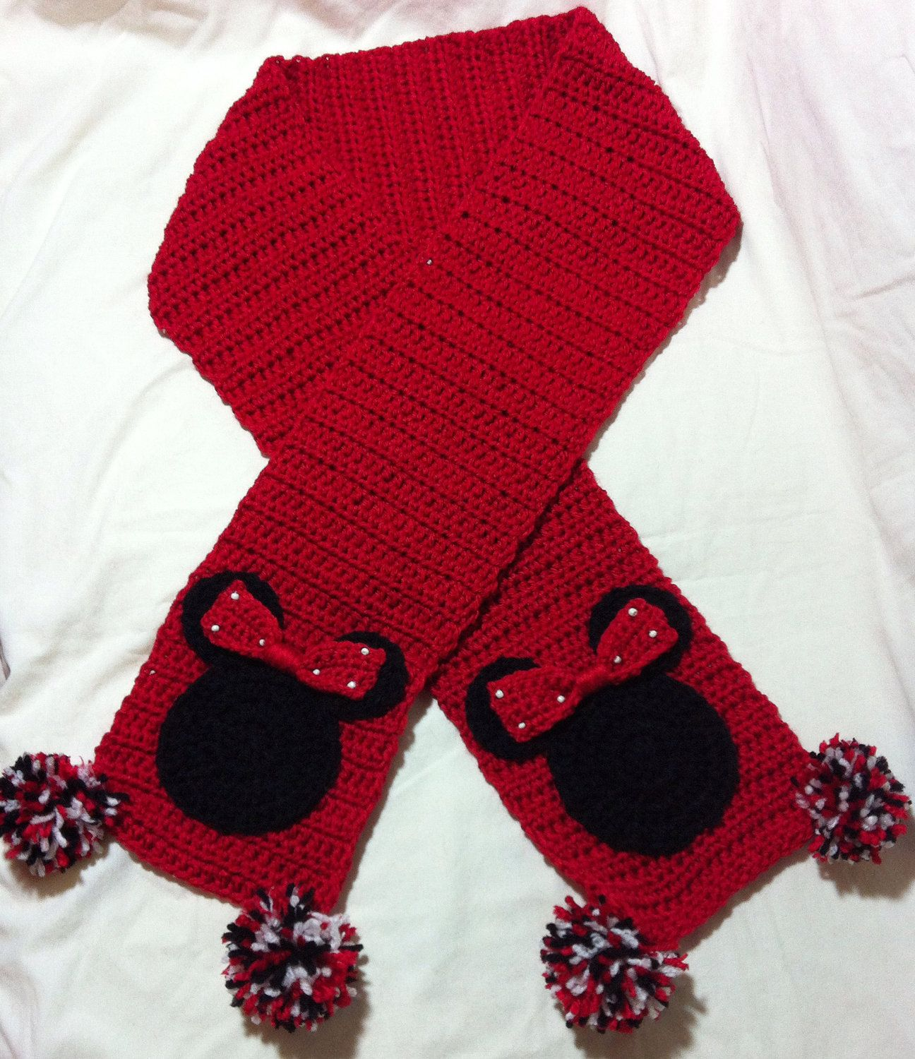 Minnie Mouse Scarf (Want to see if i can find a pattern so i can ...