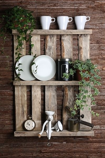 palettenregal im shabby style pallet shelf shaby look by paletto via ideen. Black Bedroom Furniture Sets. Home Design Ideas