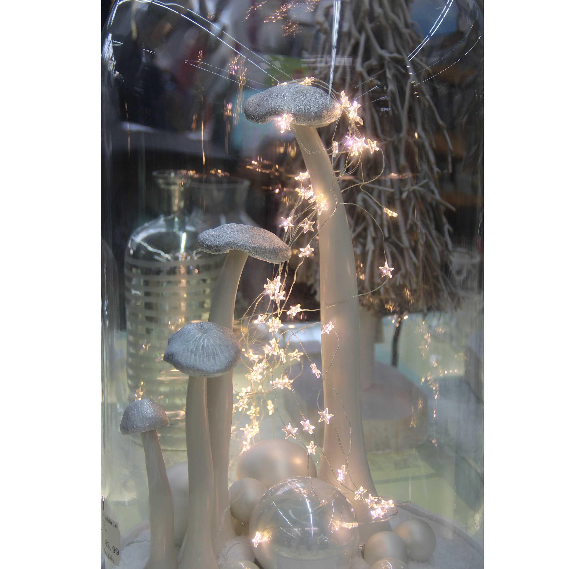 LED Wasserfall-Lichterkette Sterne. Die Sterne sind an einem ...