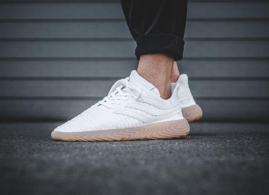 8bf99d479335 Retrouvez notre avis sur la chaussure Adidas Sobakov White Gum (prix    120€)