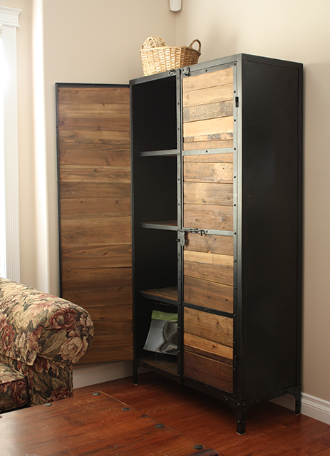 Un armario de estilo industrial fabricado en madera for Muebles reciclados para un estilo industrial