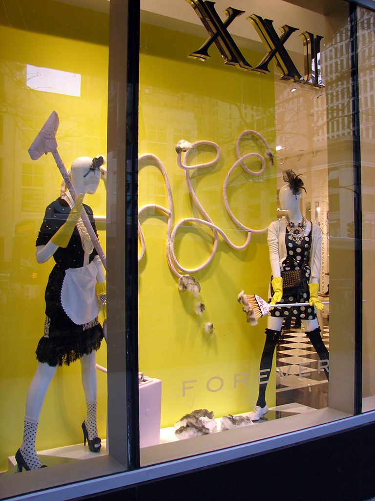 Spring cleaning retail display visual merchandising for Retail store window display ideas