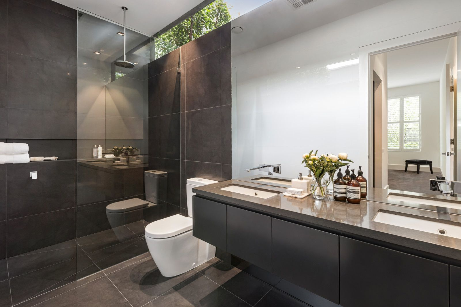 Bathroom Windows For Sale Melbourne sold property details: 15 railway avenue armadale 3143 vic