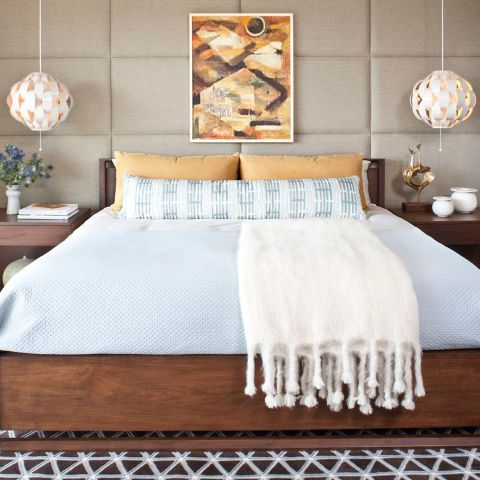 18 Inspiring Ways To Display Art In The Bedroom is part of Chic bedroom Art - A wellplaced piece may be the easiest way to turn your room into the stylish sanctuary