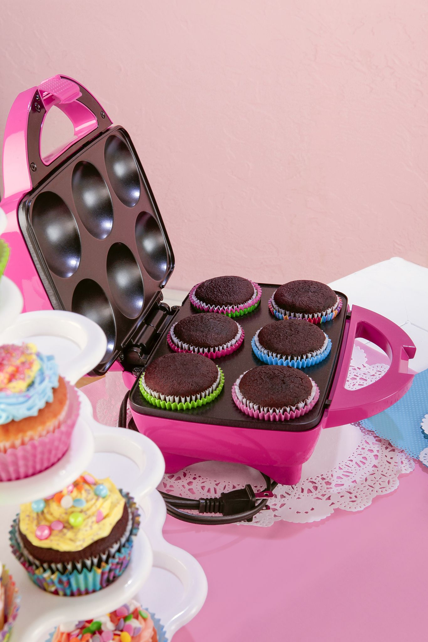 Making Cupcakes Has Never Been So Easy This Handy Cupcake Maker