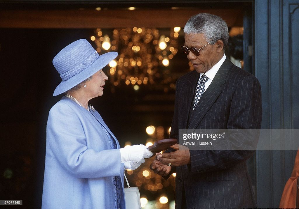 Queen Elizabeth II meets South African President Nelson Mandela on March 23, 1995 in Cape Town, South Africa. (Photo by Anwar Hussein/Getty Images)