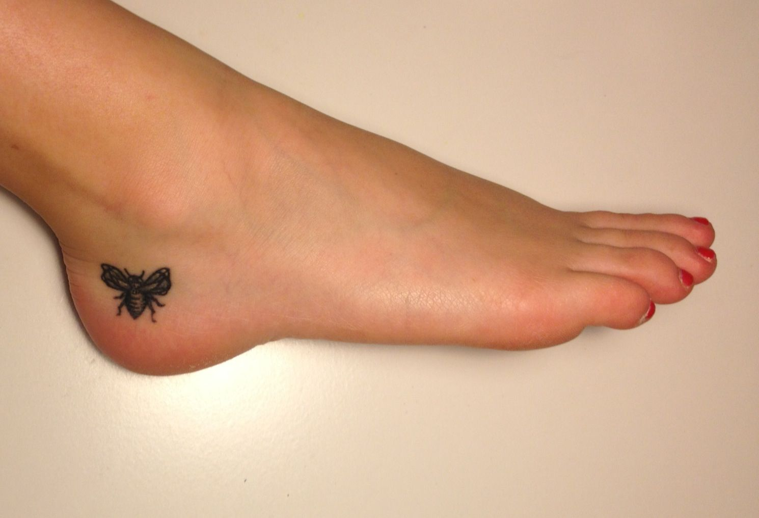 Bumblebee tattoo designer ellen bley bumblebee tattoo ideas