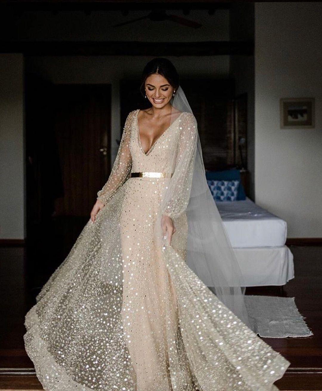 8 Hidden Messages on Priyanka Chopras White Wedding Gown!
