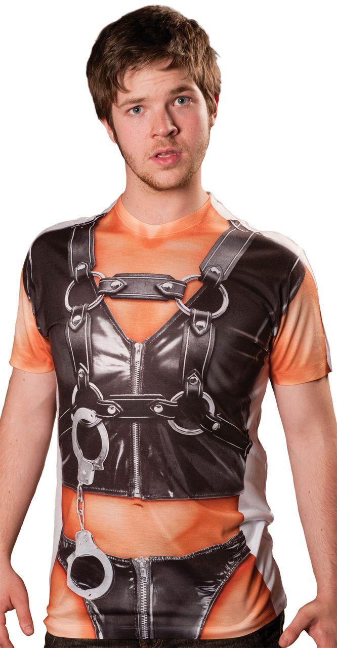 02511a7a3b12 T-Shirt tenue de cuir adulte   Ce t-shirt à manches courtes est pour adulte.Il  est imprimé pour représenter le corps d un homme habillé de cuir.