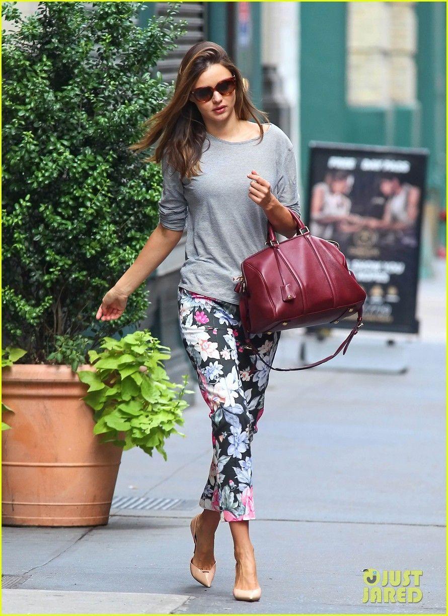 Spodnie W Kwiaty Z Czym Nosic Szukaj W Google Miranda Kerr Street Style Floral Trousers Floral Pants