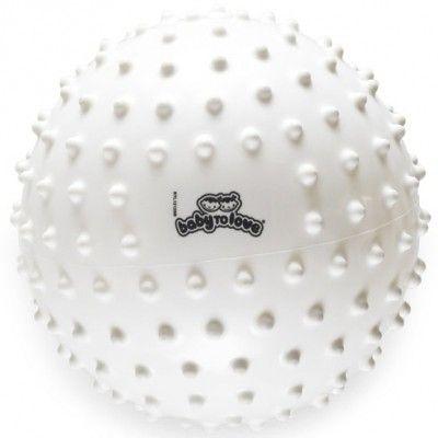 Une balle tactile de la marque BabyToLove à attraper, à lancer et à serrer dans ses bras. Une balle à la texture agréable facile à prendre en main.
