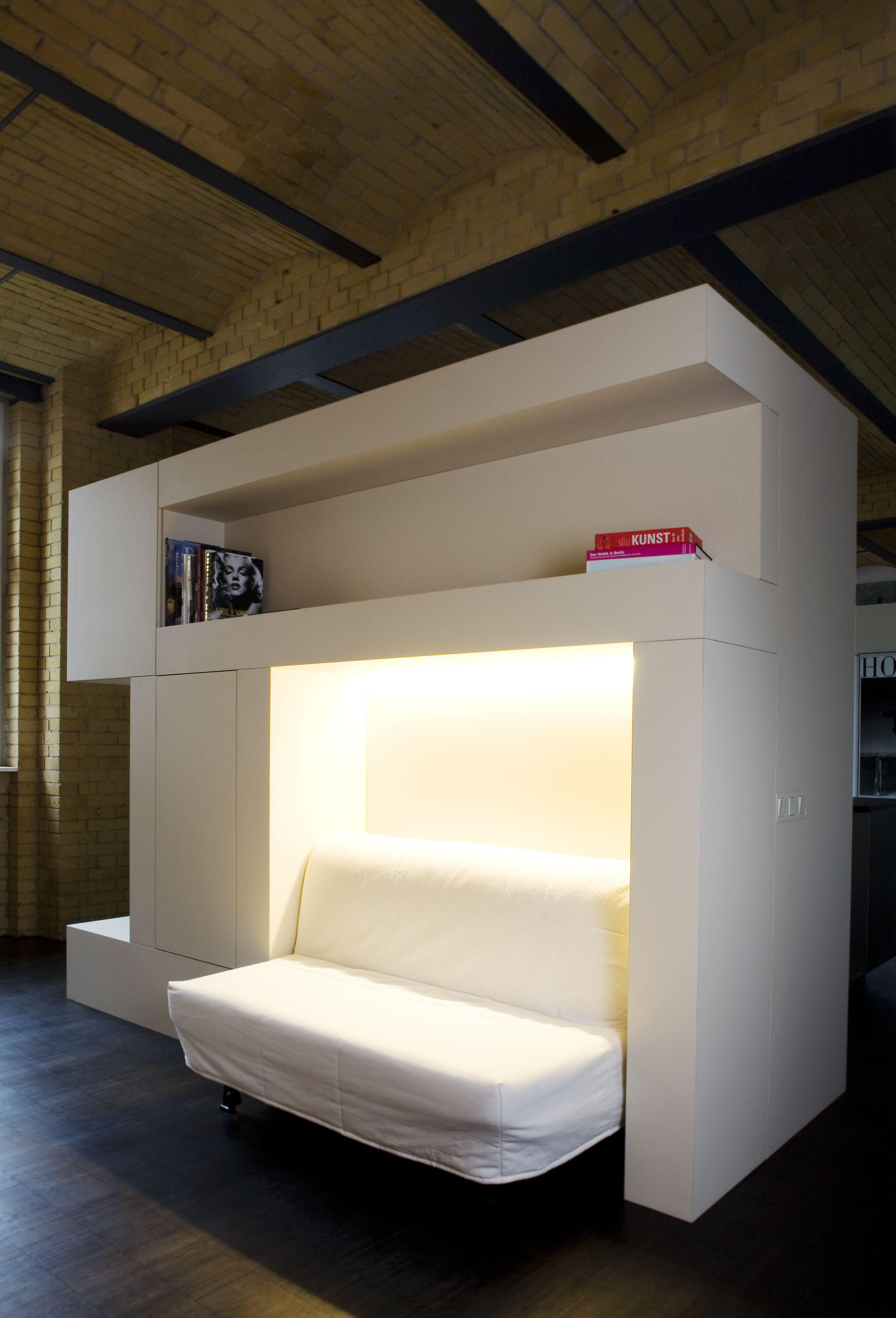 Loftausbau in Berlin, Couch, Raumtrennung, Einbauschrank, weiß ...