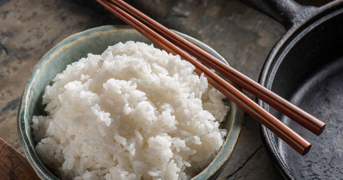 Vergessen Sie Avocado- und Kokosnussöl. Der neueste Trend ist Reiswasser. Wir verraten Ihnen, was das Beauty-Wasser alles kann