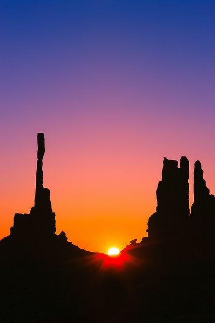 Sunrise Totem Pole Monument Valley Monument Valley Sunrise Amazing Sunsets