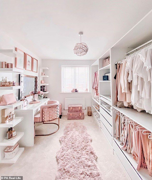 Photo of Mother spends £50k turning her home into a pink and rose gold palace