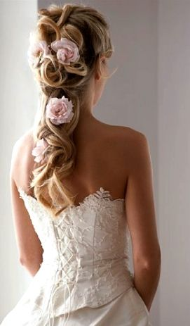 Bride S Half Up Loose Braid Bridal Hair Ideas Tonik Wedding