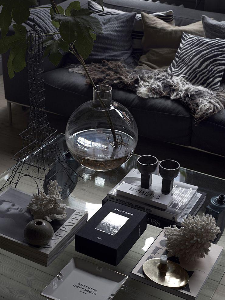 Salontafel Zweeds Design.Sfeervol Huis Vol Donkere Kleuren Zweedse Interieurs Donkere