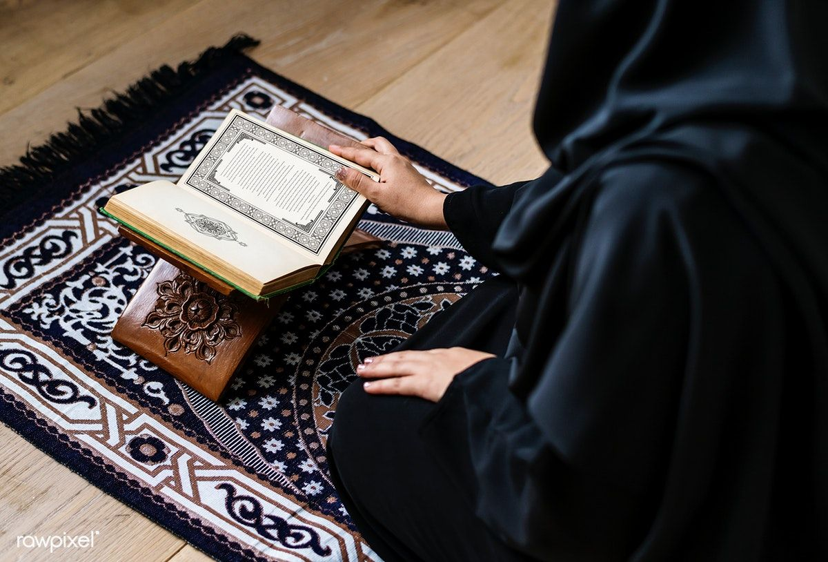 Download premium image of Muslim woman reading from the quran 425812 in 2020
