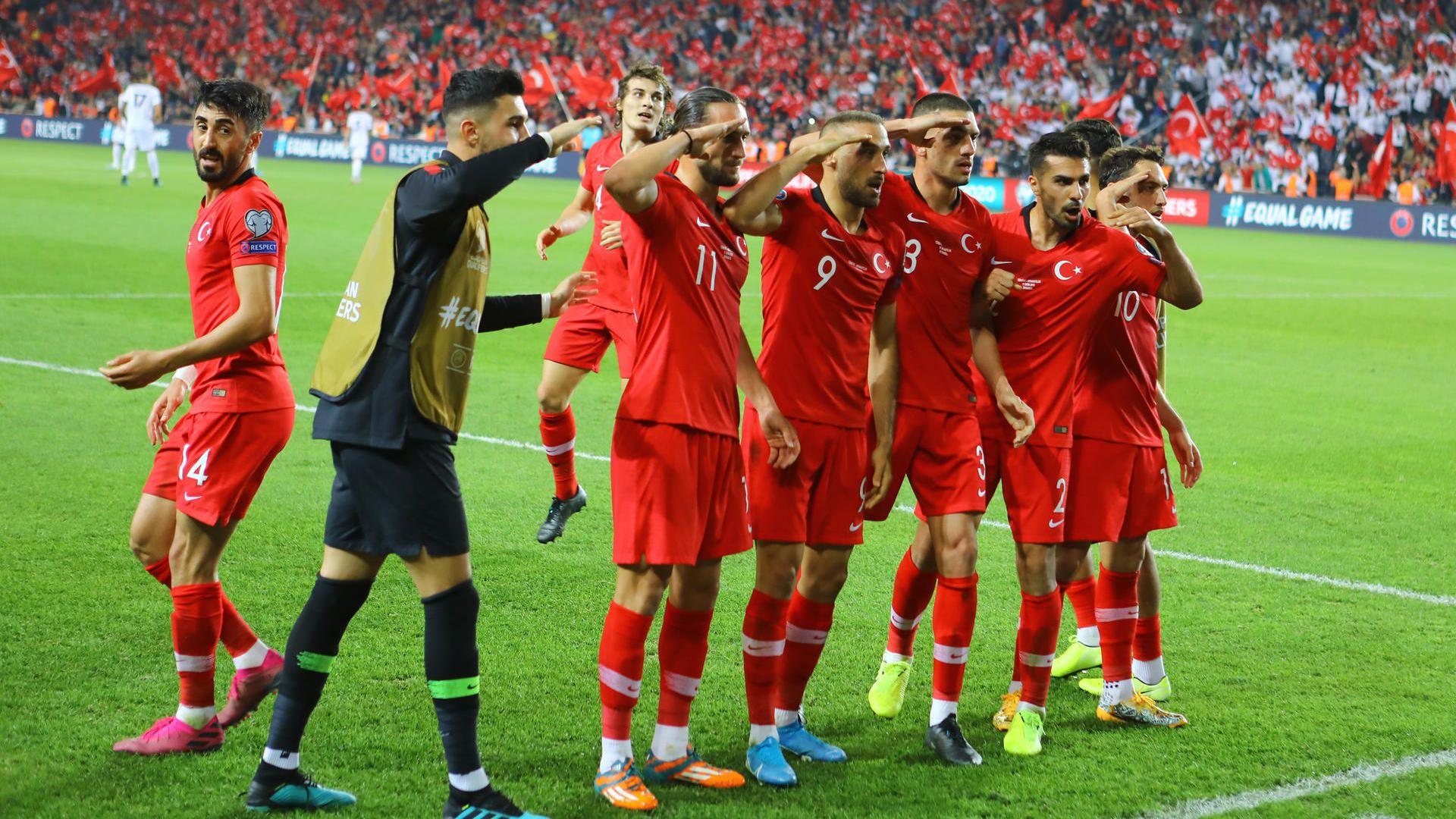 Provokation Bei Torjubel Uefa Pruft Militargruss Der Turken Warum