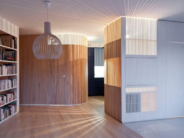 un appartement fait rimer intimit et convivialit erable sycomore bureau bois et tasseau. Black Bedroom Furniture Sets. Home Design Ideas