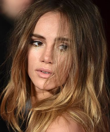 Suki Waterhouse's amazing glitter tear eye makeup at the Pride and Prejudice and Zombies premiere