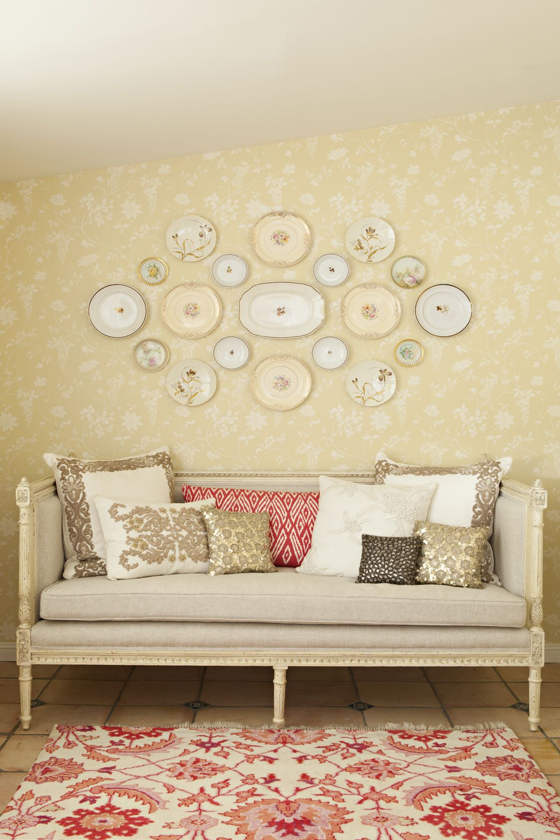 Tips for Grouping a Perfect Plate Wall: Cottage Home Wall Decorating ...