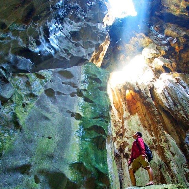 Sawar Cave. #letstravelindonesia #travelingindonesia Location: Salak Village, Batang Alai Timur Sub-District, Hulu Sungai Tengah Regency, South Kalimantan, Indonesia. Nice photo by @raja_lazuardi  Now Let's Travel Indonesia is available on Line  Line ID: @letstravelindo (pakai @ ya :D)