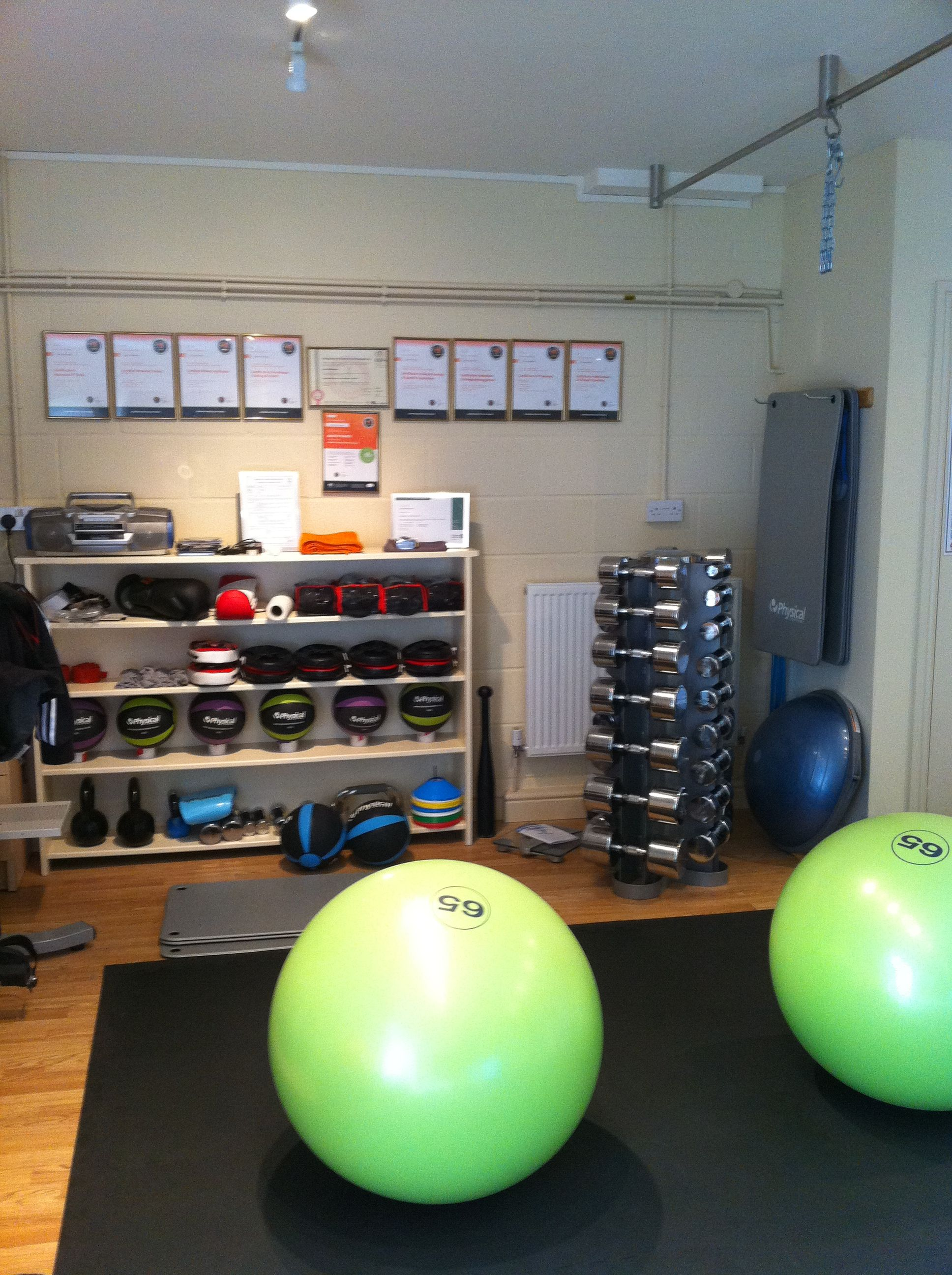 Is that a spinning dumbbell rack in the right corner? nice space