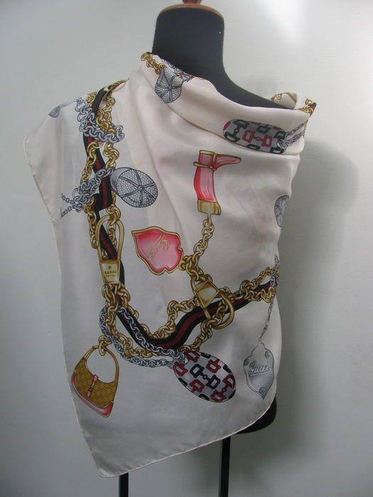 Gucci - Zijden saal Prachtige Gucci zuiver zijden sjaal.Kenmerkend en  herkenbaar als Gucci design c30bb1c57a