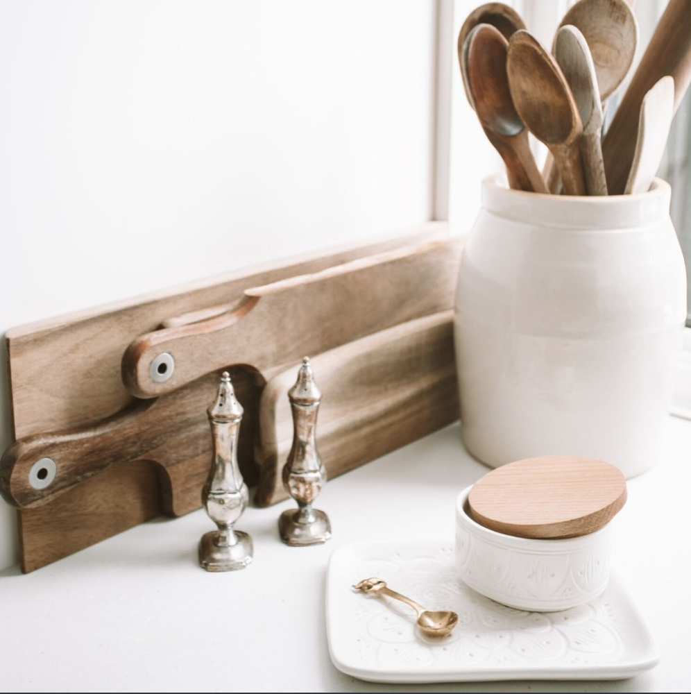 It's all in the simple, cozy details ✨ . . . . . . #homelovers #homeprofessionals #utahhomes #utah #homes #homelove #beautifulhomes #homesweethome #homemagazine #lovewhereyoulive #homedesign #homeinspo #homeinspiration #homedecor #lifestyle #homesweethome #cozyhome #homestyling #dreamhome #interiordetails #utahhomemag #finditstyleit #houseenvy #howyouhome #utahhomes #slc #utahliving #lifestyle #follow