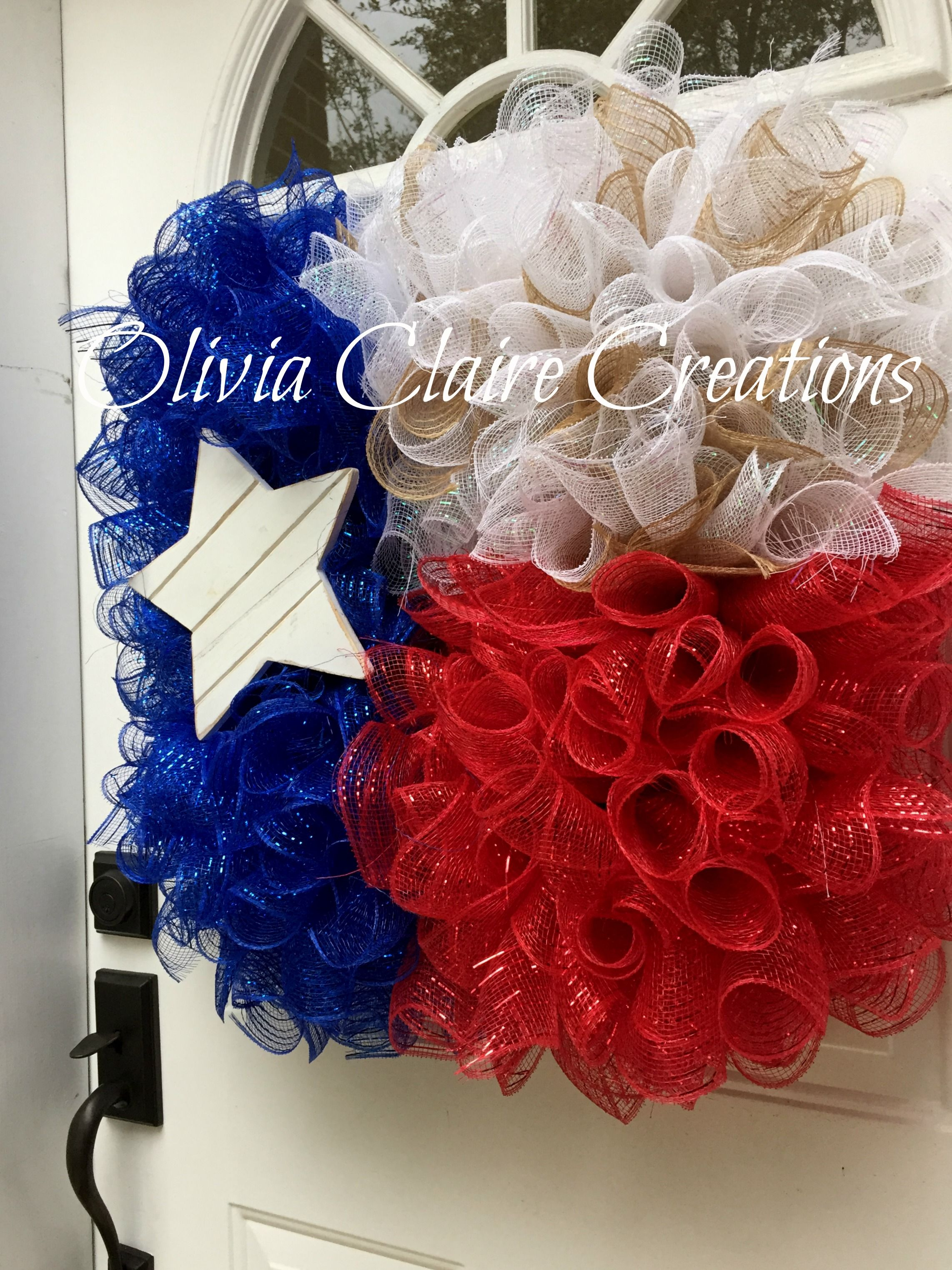 State of Texas Curly Deco Mesh Flag Wreath with Wooden