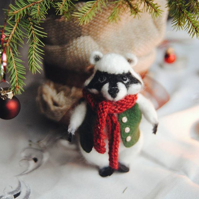 Малыш-енот, названный Парамоном :)  Little raccoon for my mum:) #vsco #vscocam #vscorussia #cozy #craft #handmade #analog #winter #January #liveautentic #livefolk #livethelittlethings #livegreen  #raccoon #felting #fairytale #animal