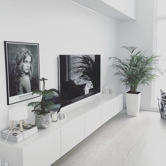 5 ways to decorate around the TV