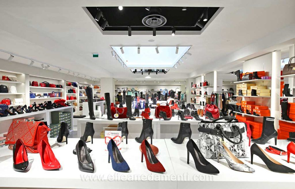 752e0d25dd66 Arredamenti per Negozio a Latina, Allestimento Negozio di calzature, borse  e accessori moda -