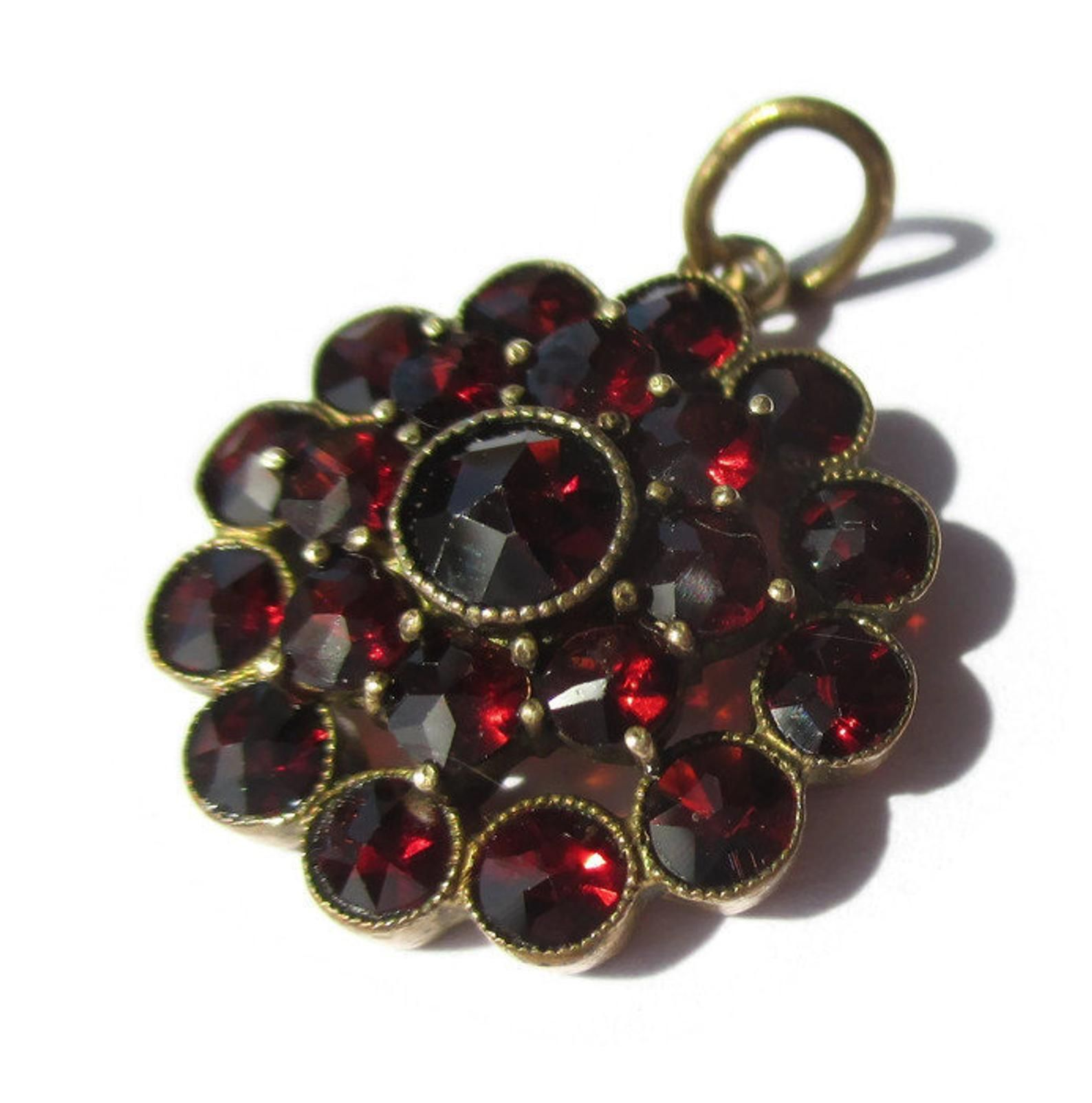 Bohemian garnet pendant vintage Victorian style ruby crimson facetted stones Czech jewellery cluster rose cut red stones necklace dangle
