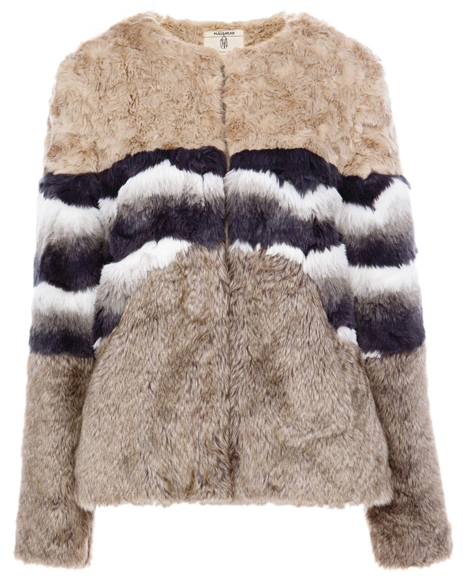 Abrigos cómodos y con estilo: saco con fur a rayas, Pull & Bear (pullandbear.com)
