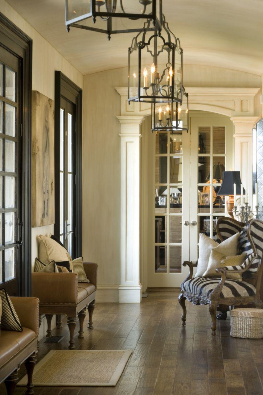 Arco decorado con molduras y puerta doble vidriera | Comedor salón ...