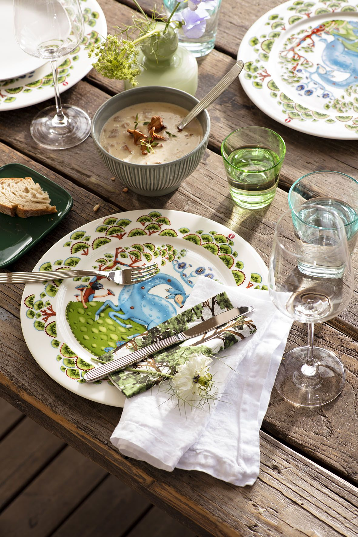 Bring some rustic romance to the table with natural materials and summery glassware.